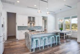 kitchen-and-breakfast-table